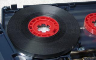 17 Thats CD-MH100 hub with tape.jpg